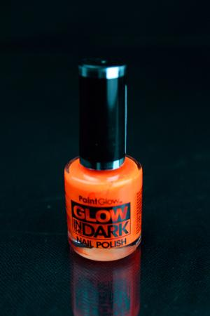 Vernis à ongles phosphorescent et fluo orange